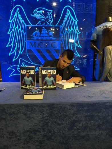 Kun Aguero - Signing